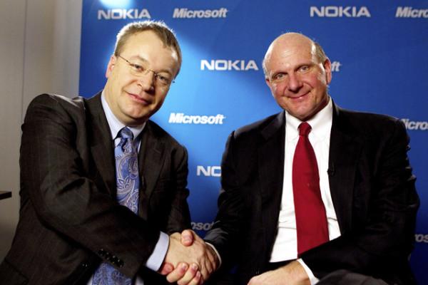 Stephen Elop, ceo di Nokia e Steve Ballmer, alla guida di Microsoft fino a febbraio