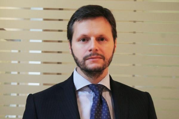 Pietro como nuovo managing director della sede di londra for Dove ha sede il parlamento italiano