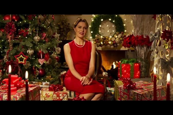 Auguri Di Natale In Albanese.Cortellesi E Albanese Nella Campagna Del Film Mamma O Papa