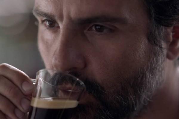 Nespresso on air il secondo spot della campagna firma for Nespresso firma