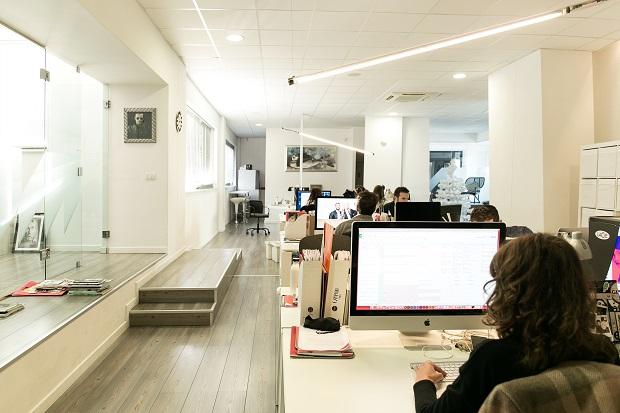 Illuminazione Ufficio Open Space : Lufficio 2.0: trasversale condiviso e fluido engage.it