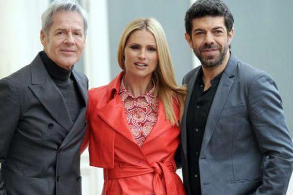 Sanremo 2018: Michelle Hunziker e Pierfrancesco Favino al fianco di Claudio Baglioni