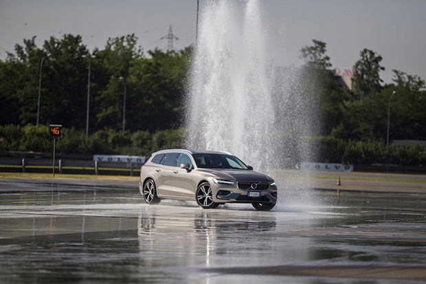 Volvo-Drivelab-V60-Test-Drive