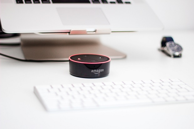 Amazon Echo Dot, Foto di Piotr Cichosz/Unsplash